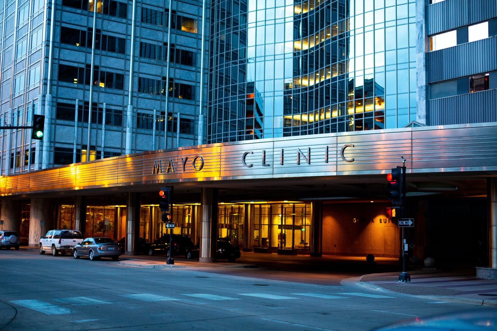 Entrance to the Mayo Clinic Hospital